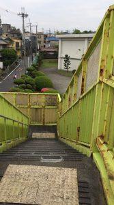 ▲劣化が激しかった改修前の松ヶ丘歩道橋
