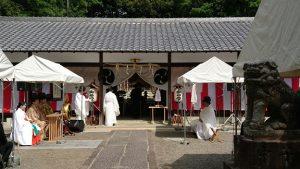 ▲整然とたたずむ赤坂上之山神社の境内