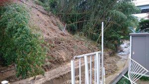 ▲西除川に流れる水路の護岸崩壊現場