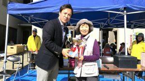 ▲優勝者の横田代志子さんと